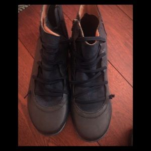 Shoes - Cute Blue synthetic leather booties, size 10